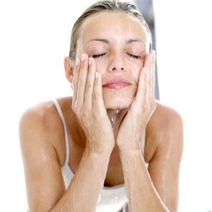 پاکسازی پوست در منزل